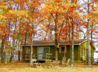 Turkey Ridge Cottage with chairs for relaxing in front yard